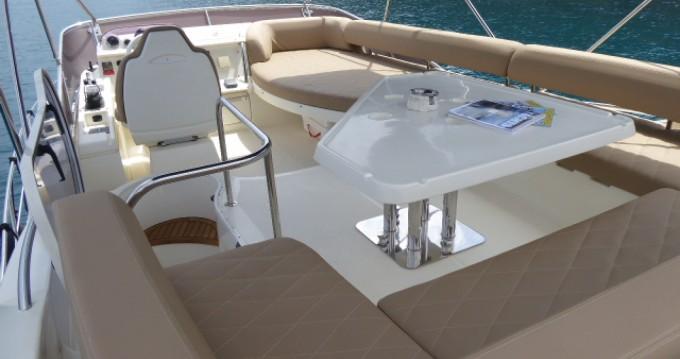 Noleggio Barca a motore Azimut con patente nautica