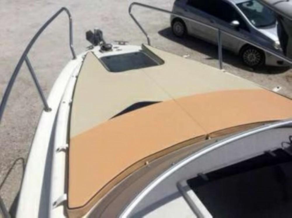 Barca a motore a noleggio Okrug Gornji al miglior prezzo