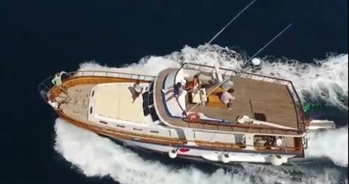 Noleggio Barca a motore con o senza skipper Comena a Napoli