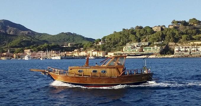 Barca a motore a noleggio a Porto Azzurro al miglior prezzo