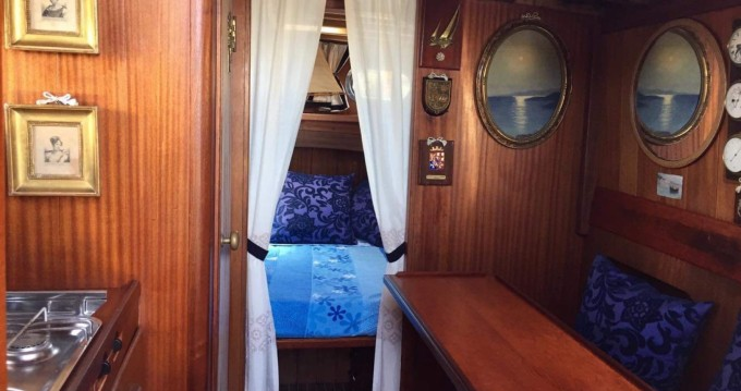 Noleggio barche Cantiere Lampedusa Gozzo cabinato legno a Porto Azzurro su Samboat
