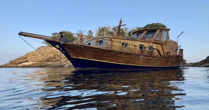 Noleggio barche Porto Azzurro economico Gozzo cabinato legno
