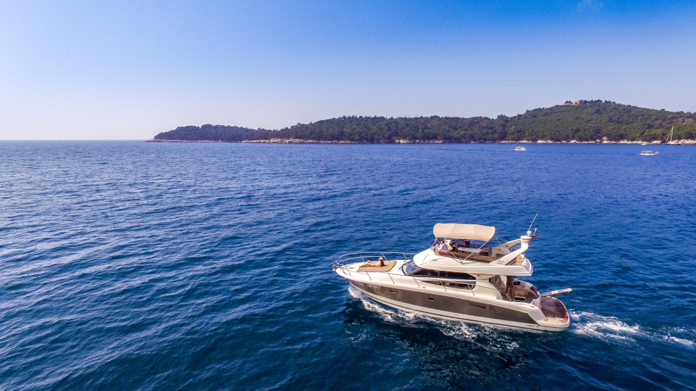 Noleggio Barca a motore con o senza skipper Jeanneau Ragusa