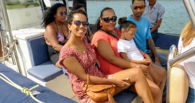 Noleggio barche Lomac Adrenalina 9.5 a Saint-Gilles les Bains su Samboat
