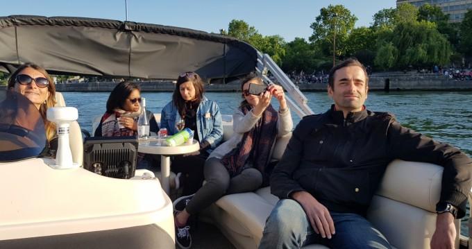 Noleggiare una Smokercraft Sunchaser a Paris