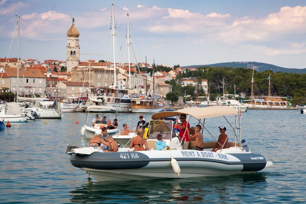 Noleggiare un'Marlin Boat Dynamic 790 Veglia