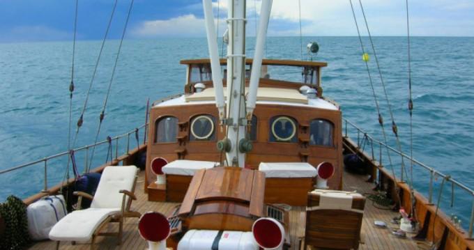 Noleggio Barca a vela con o senza skipper freeward a Giardini-Naxos