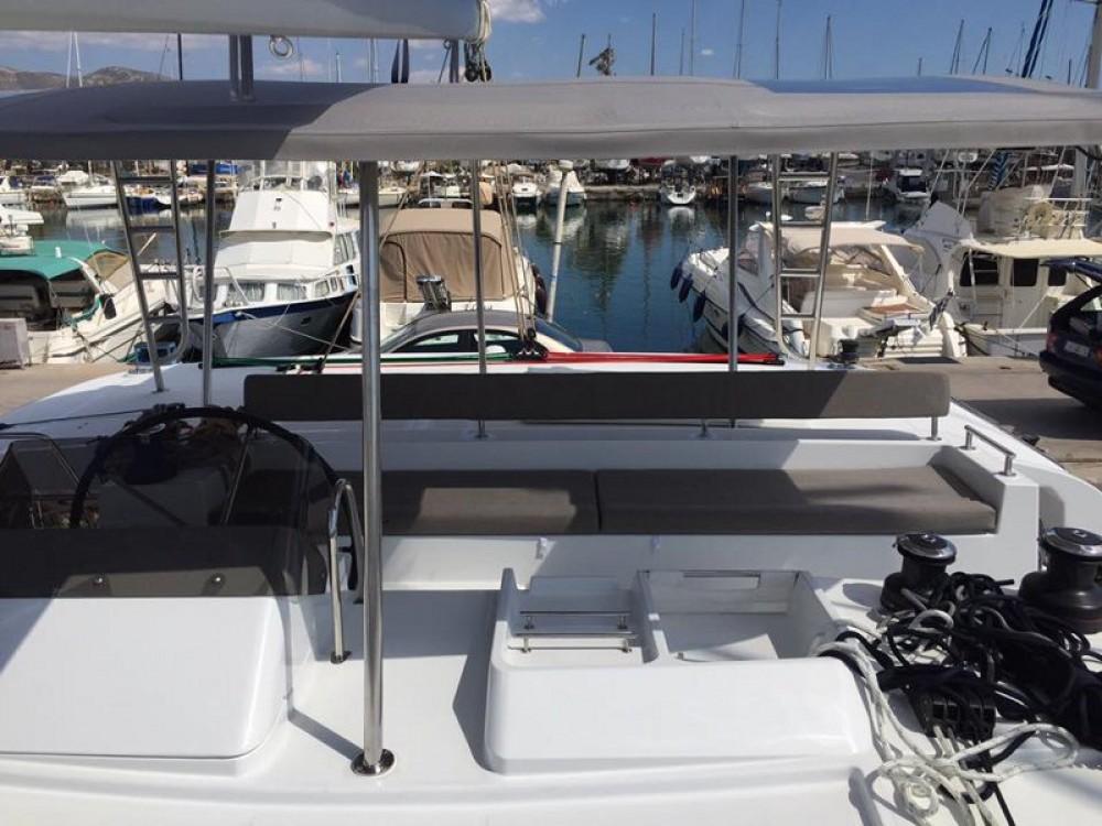 Catamarano a noleggio Álimos al miglior prezzo