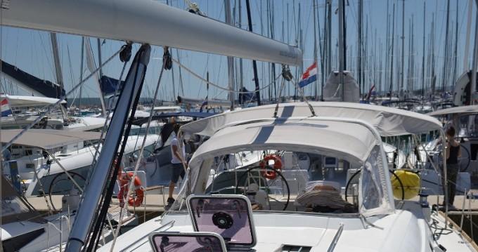 Noleggio barche Bénéteau Oceanis 50 Familiy a Sukošan su Samboat