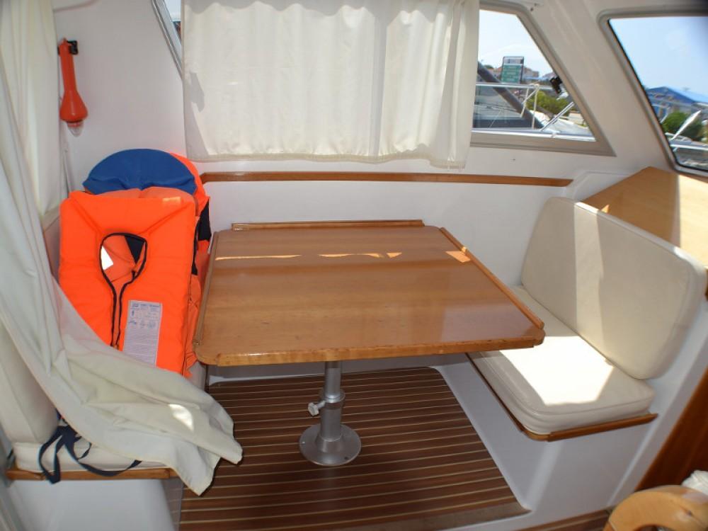 Noleggio Barca a motore Sas Vektor con una patente