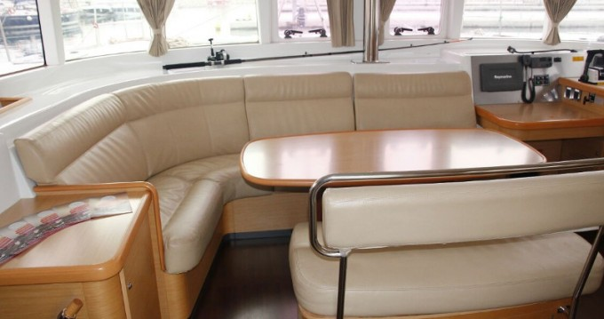Noleggio barche Salerno economico Lagoon 440