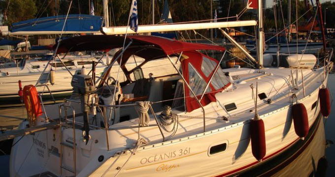 Bénéteau Oceanis 36.1 tra privati e professionisti a Atene