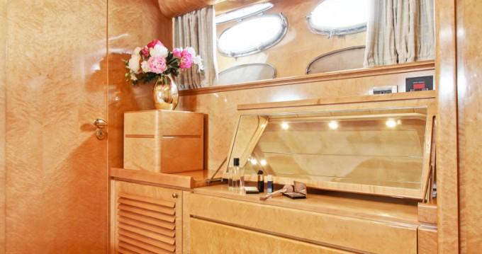 Noleggio Yacht a Ponza – Posillipo Rizzardi Posillipo Technema 80