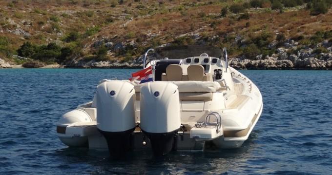 Barca a motore a noleggio a Primošten al miglior prezzo