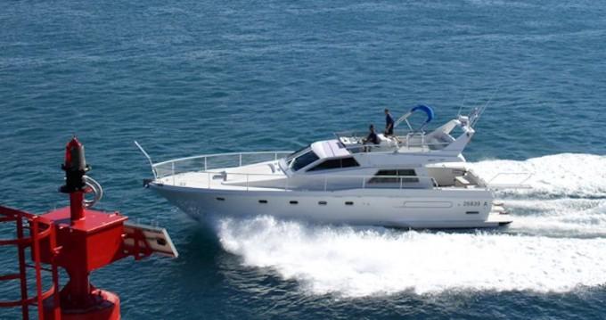 Noleggio Barca a motore con o senza skipper Ferretti a Primošten