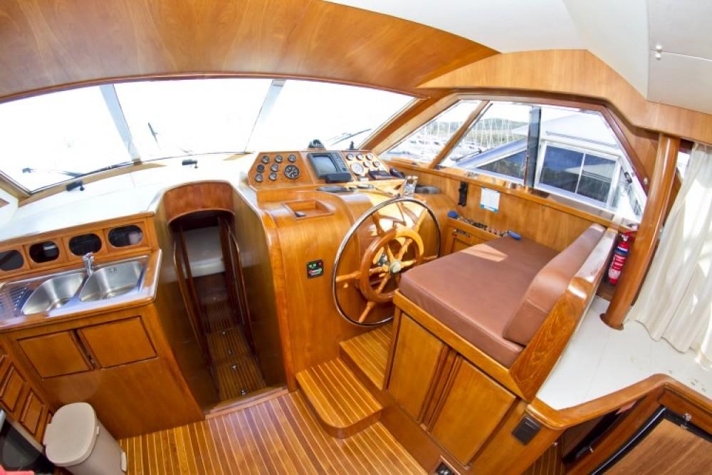 Noleggio Yacht con o senza skipper Yaretti Capocesto