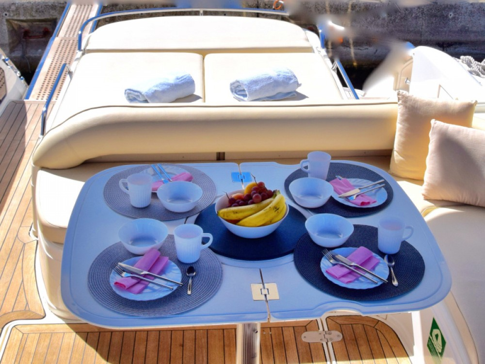 Noleggio Barca a motore con o senza skipper Fairline Capocesto