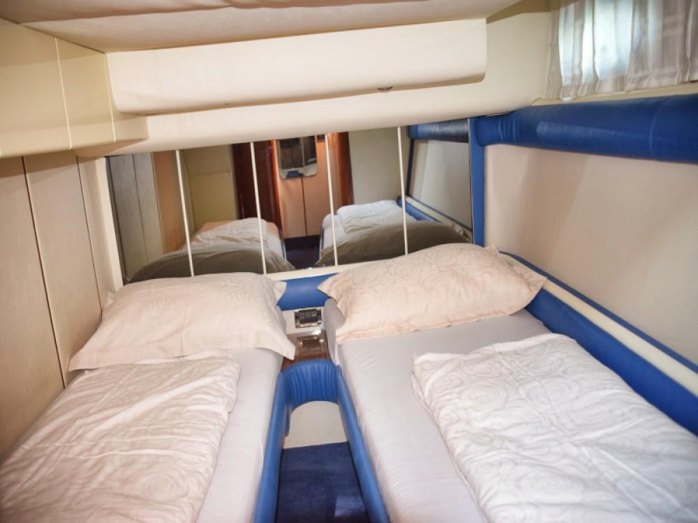 Noleggio Barca a motore Fairline con una patente
