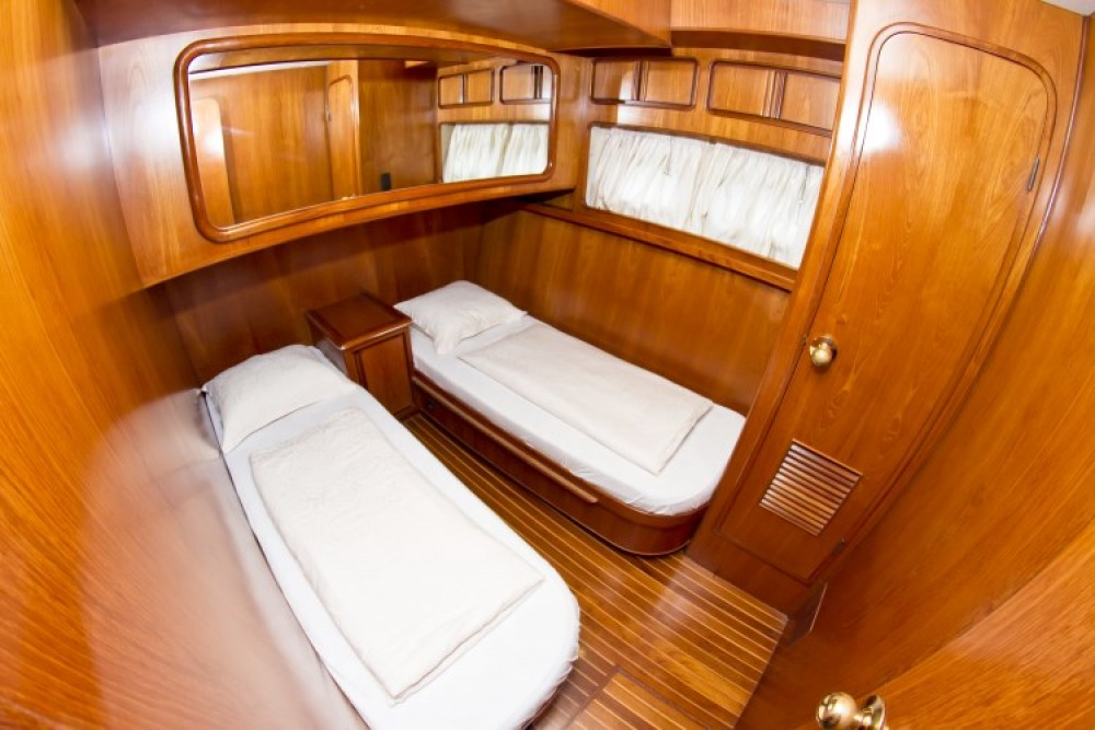noleggio Yacht Capocesto - Yaretti Yaretti 1910