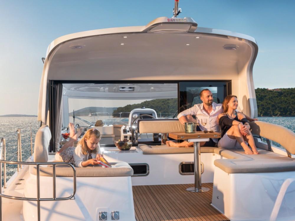 Noleggio barche Bavaria Bavaria E40 Sedan Zaravecchia su Samboat