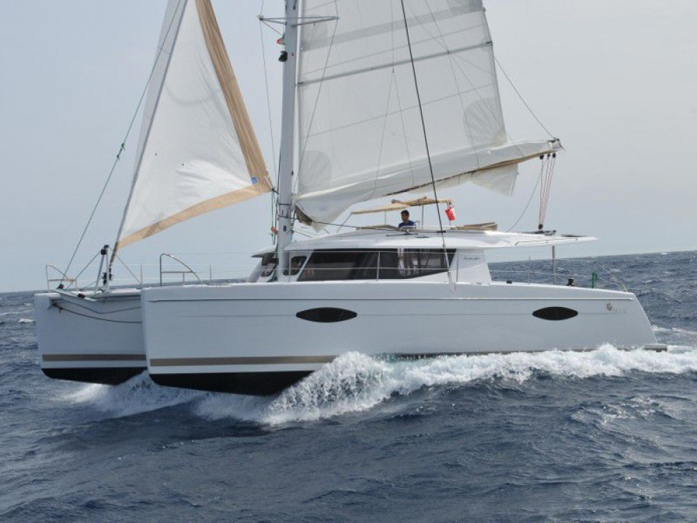 Noleggio Catamarano Fountaine Pajot con una patente