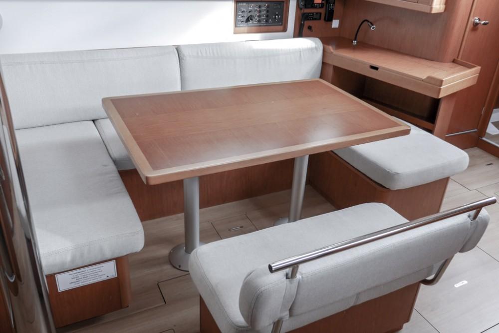 Noleggiare un'Bénéteau Oceanis 45 (4 cabs) Teodo