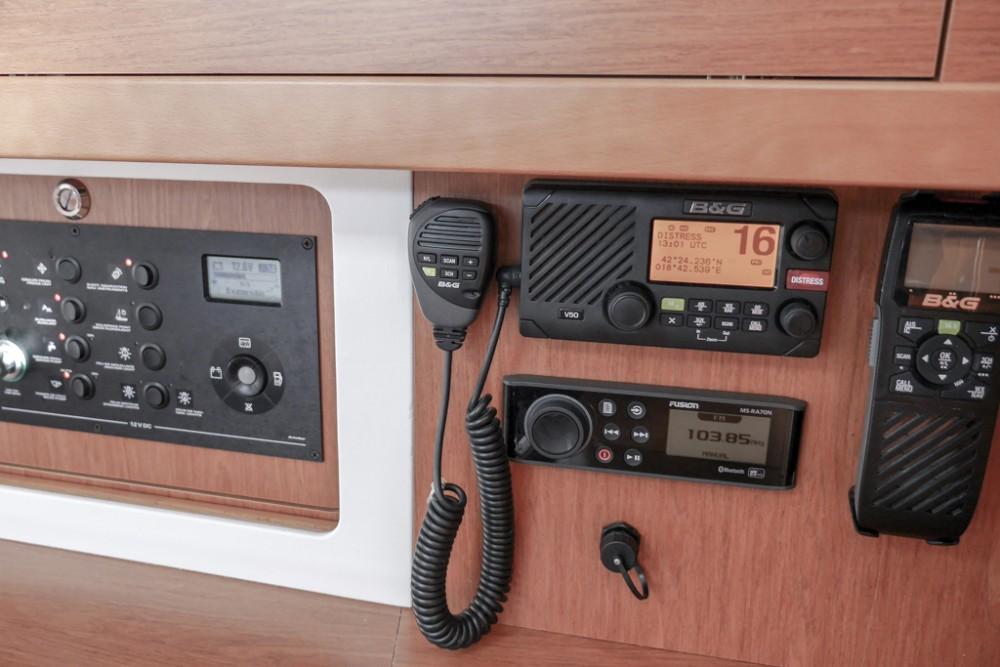 Bénéteau Oceanis 45 (4 cabs) tra personale e professionale Teodo