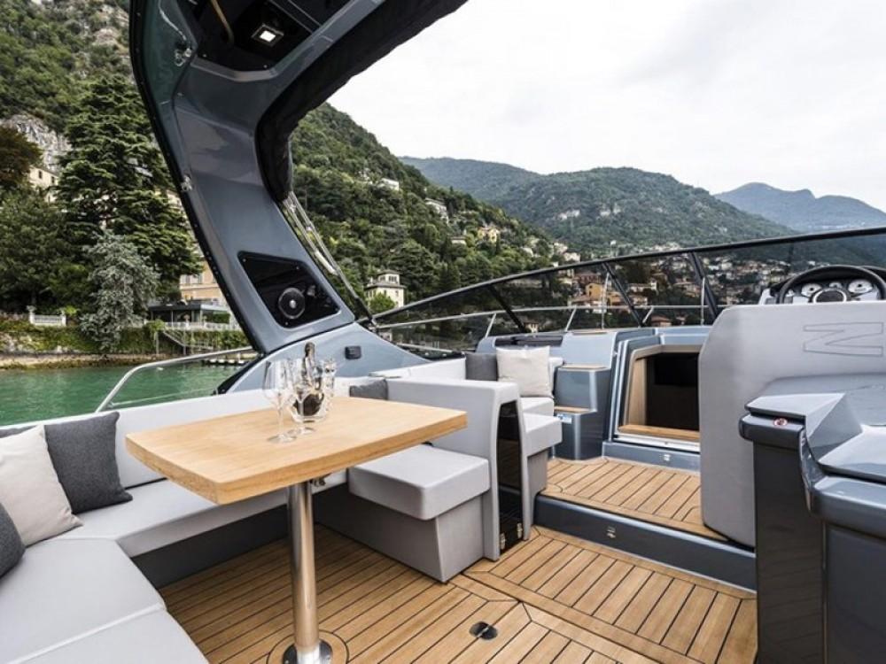 Barca a motore a noleggio Podstrana al miglior prezzo