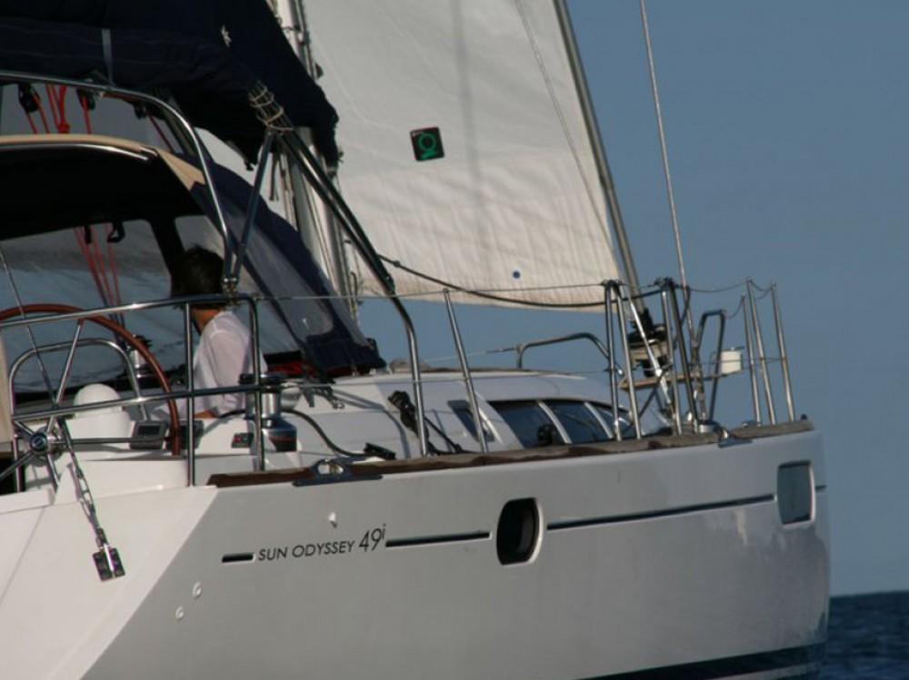 Barca a vela a noleggio Marina di Portisco al miglior prezzo