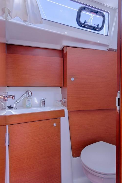 Noleggio barche Bénéteau Oceanis 38.1  su Samboat