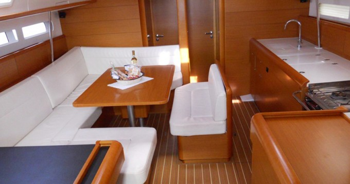 Noleggio barche Jeanneau Sun Odyssey 509 a Marina di Portisco su Samboat