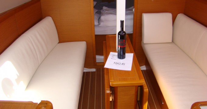 Jeanneau Sun Odyssey 33i tra privati e professionisti a Sukošan