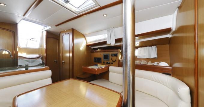 Noleggiare una Jeanneau Sun Odyssey 39i a Zara