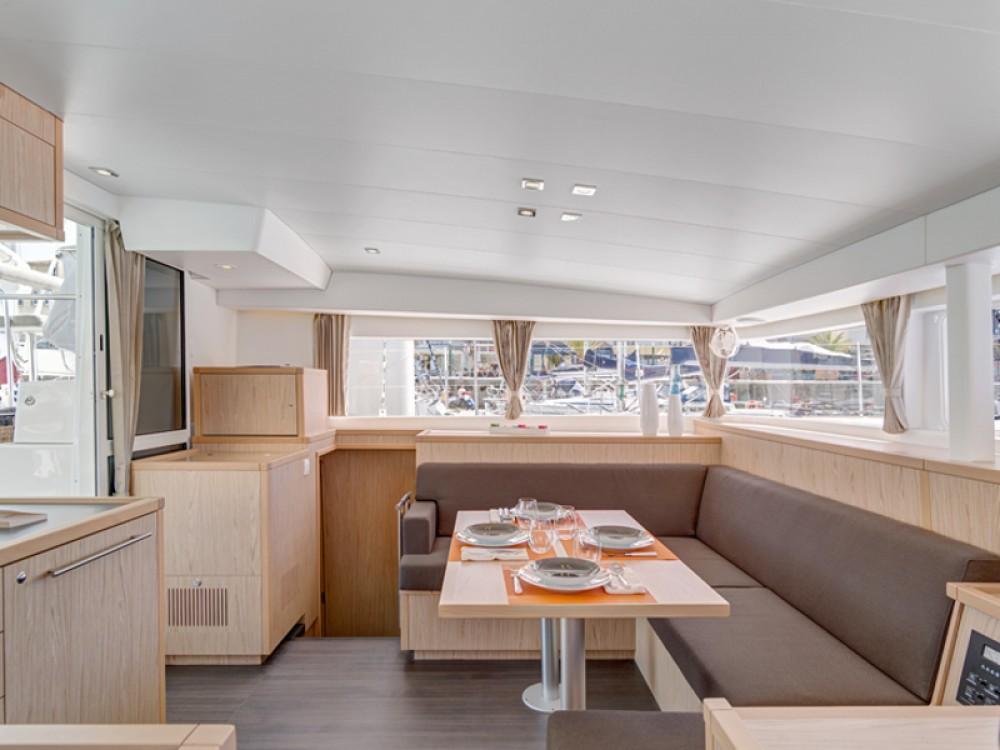 Noleggio barche Álimos economico Lagoon 400 S2