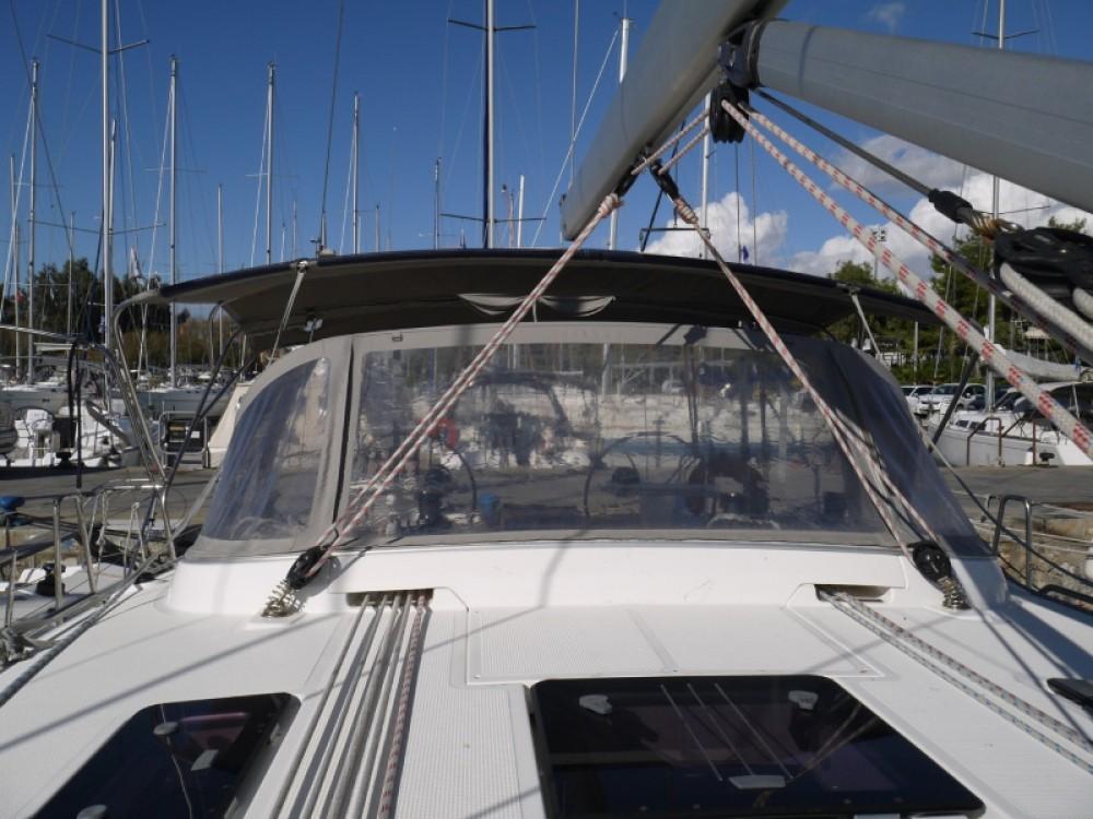 Noleggiare un'Bavaria Bavaria 45 Cruiser Porto di Alimos
