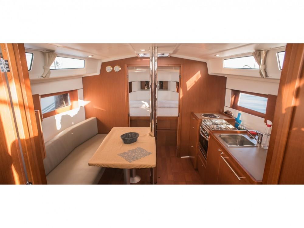 Noleggio yacht Leucade - Bénéteau Oceanis 38.1 su SamBoat