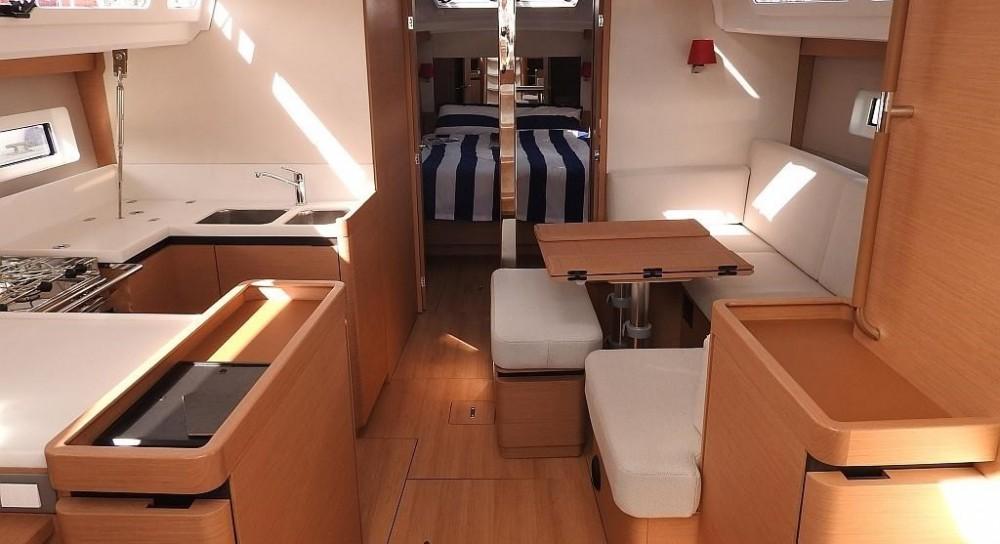 Noleggio barche Jeanneau Sun Odyssey 440  su Samboat