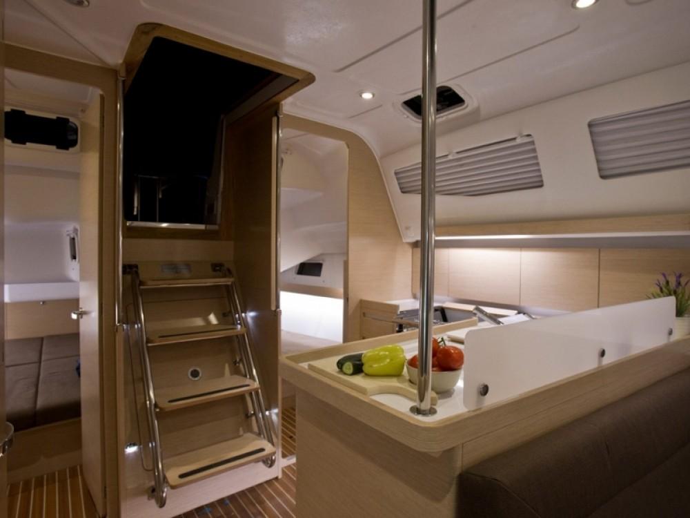 Noleggio Barca a vela con o senza skipper Elan Zaravecchia