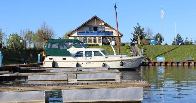 Noleggio Barca a motore Linssen con patente nautica