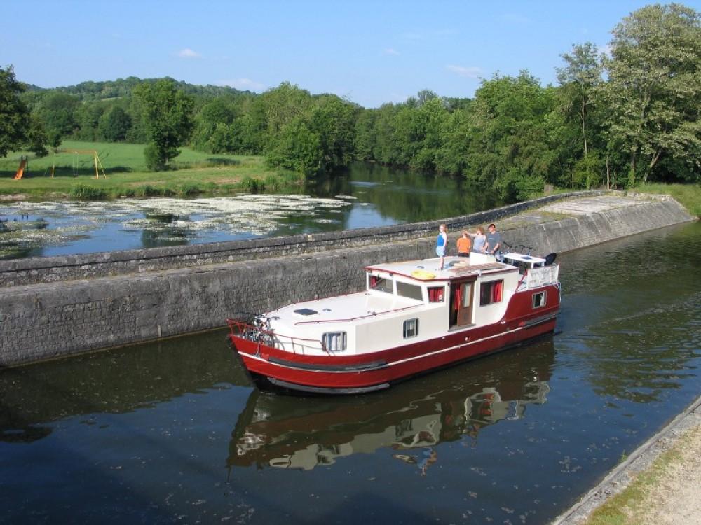 Barca a motore a noleggio Saint-Cyr-les-Colons al miglior prezzo