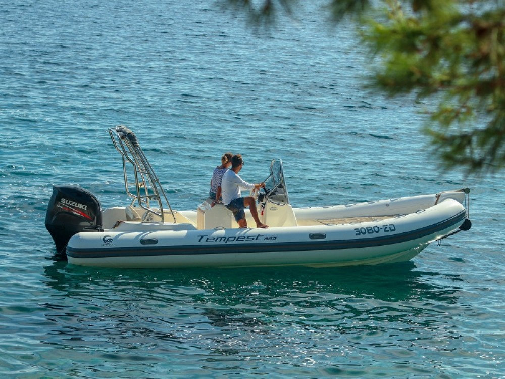 Noleggio barche Marina Zadar economico TEMPEST 650 + Suzuki 200