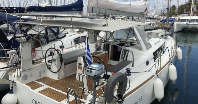 Bénéteau Oceanis 38 tra privati e professionisti a Atene