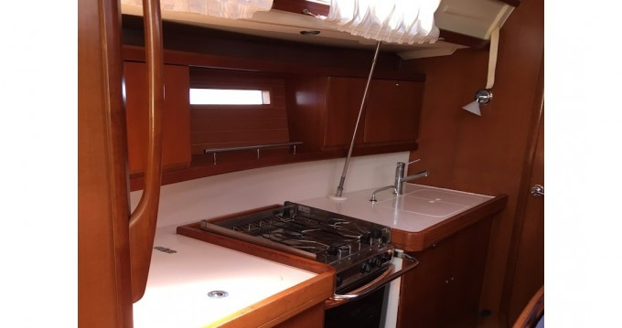 Noleggio barche Jeanneau Sun Odyssey 449 a Salivoli su Samboat
