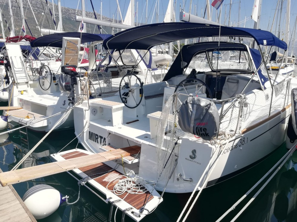 Noleggio yacht Castel Abadessa - Bénéteau Oceanis 38.1 su SamBoat