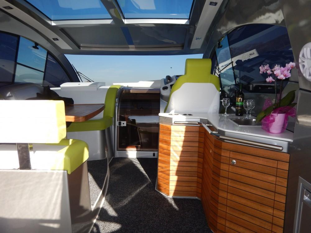 Barca a motore a noleggio Marina Pirovac al miglior prezzo
