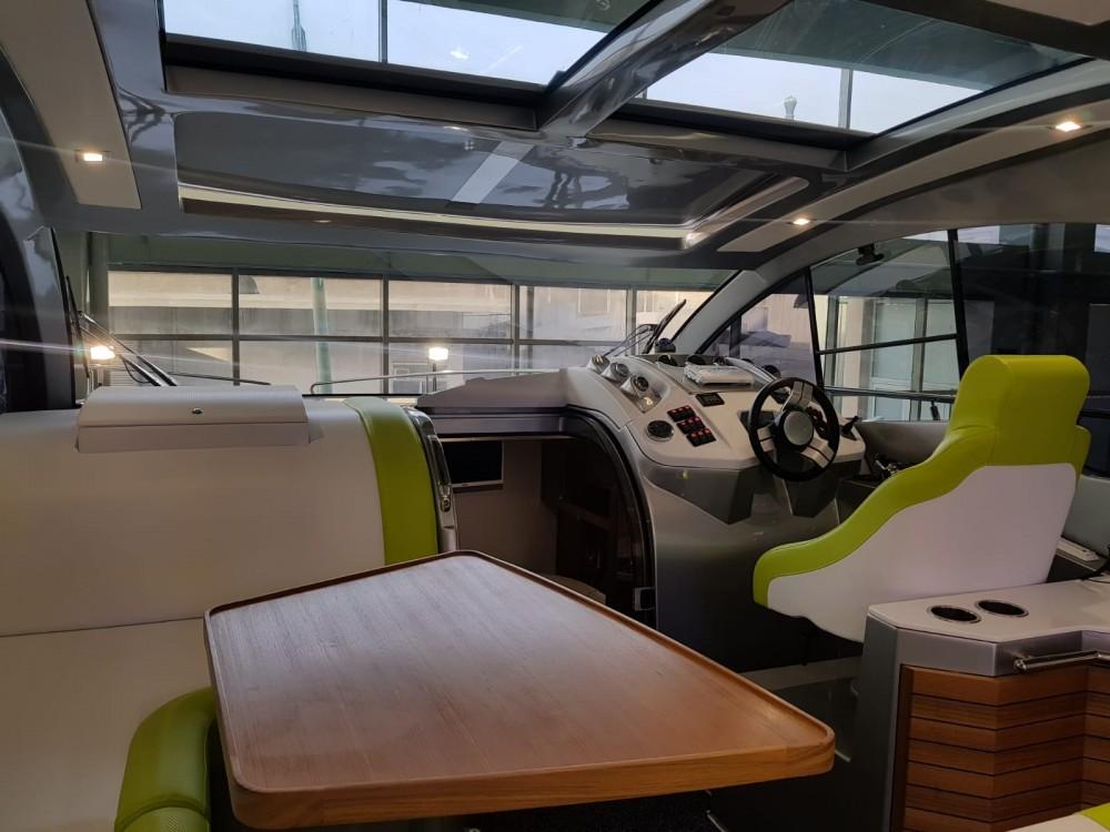 Noleggio Barca a motore con o senza skipper  Marina Pirovac