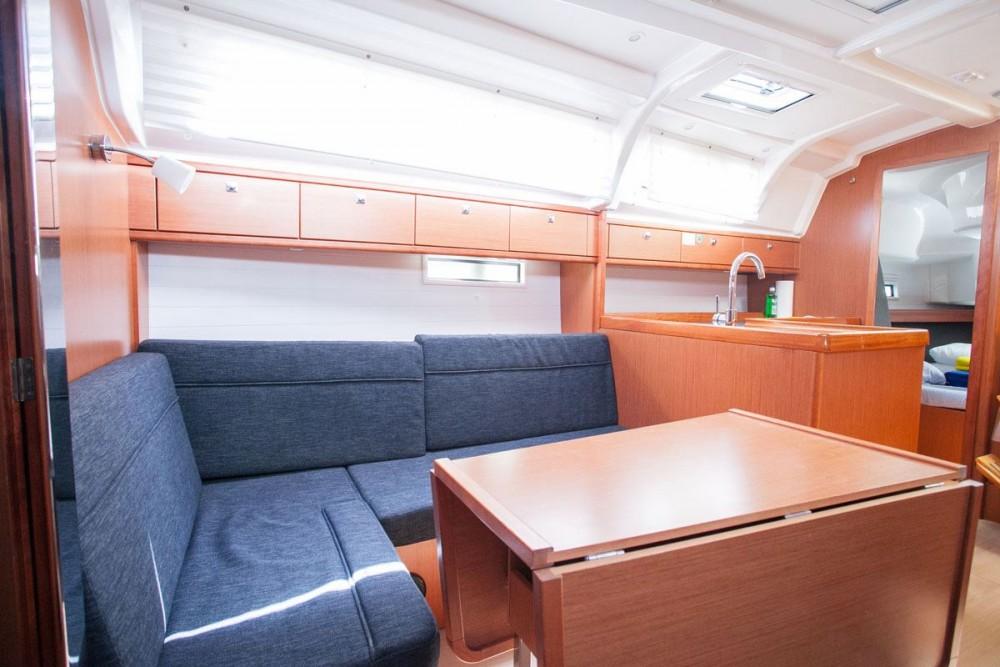 Barca a vela a noleggio Trogir al miglior prezzo