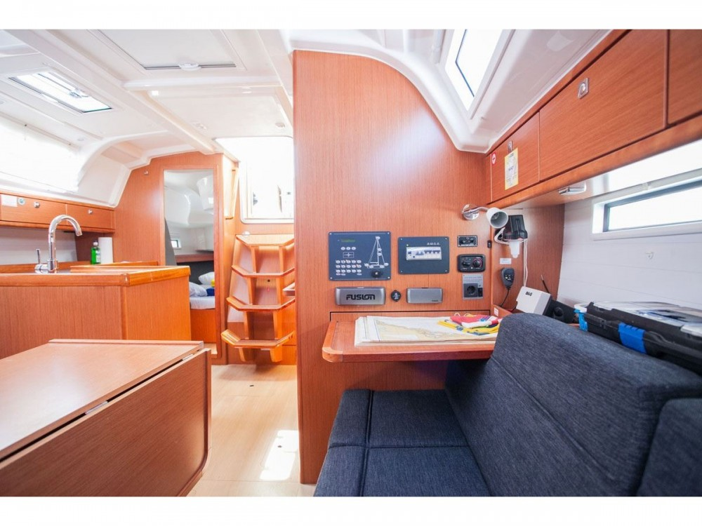 Bavaria Bavaria Cruiser 37 tra personale e professionale Traù