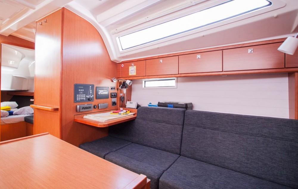 Noleggio barche Traù economico Bavaria Cruiser 37