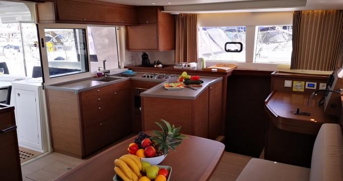 Noleggio Catamarano con o senza skipper Lagoon a Ragusa
